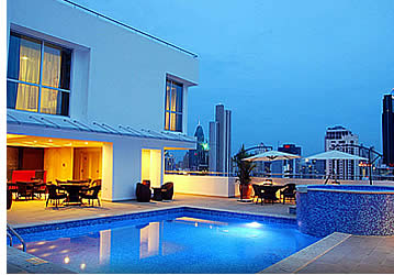 Rooftop pool and jacuzzi at TRYP Hotel in Panama City